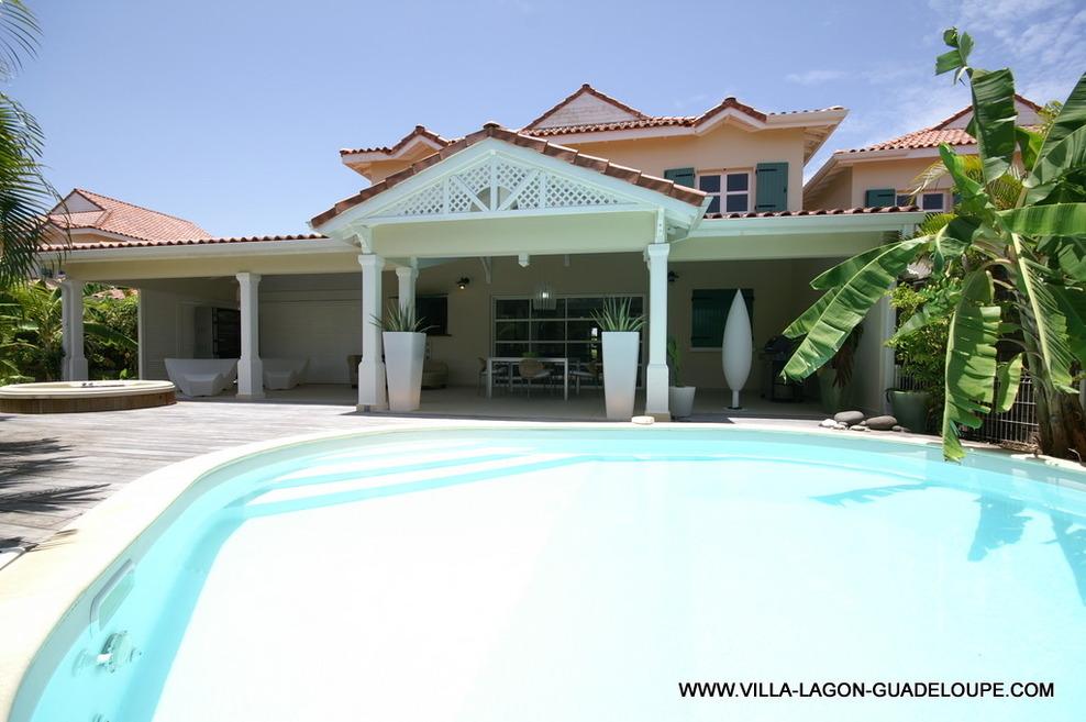 Location villa luxe en guadeloupe villa de vacances for Model de villa de luxe