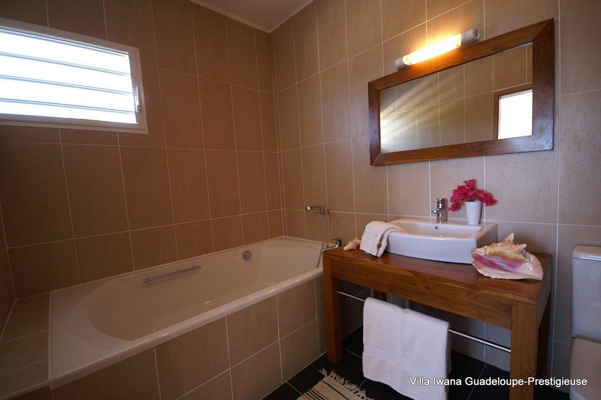 Salle De Bain Joints Noircis ~ Villa Iwana Guadeloupe Villa Luxe Les Pieds Dans L Eau En Location