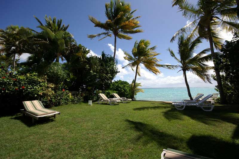La villa du lagon guadeloupe de luxe au bord du lagon de for Jardin tropical guadeloupe
